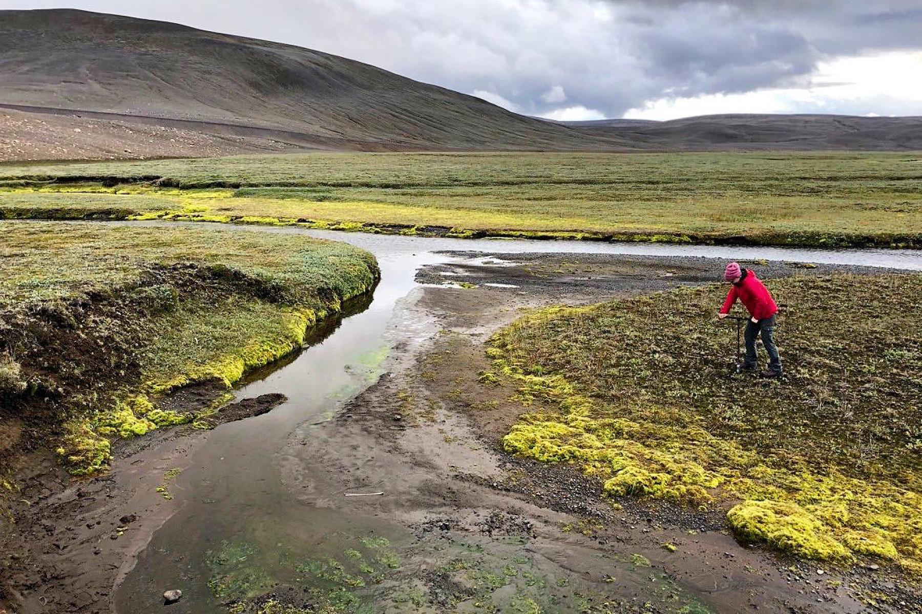 Rebecca Dzombak collects samples in Iceland.